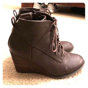 Diba Shoes - Diba brown lace up boots. Size 7.5